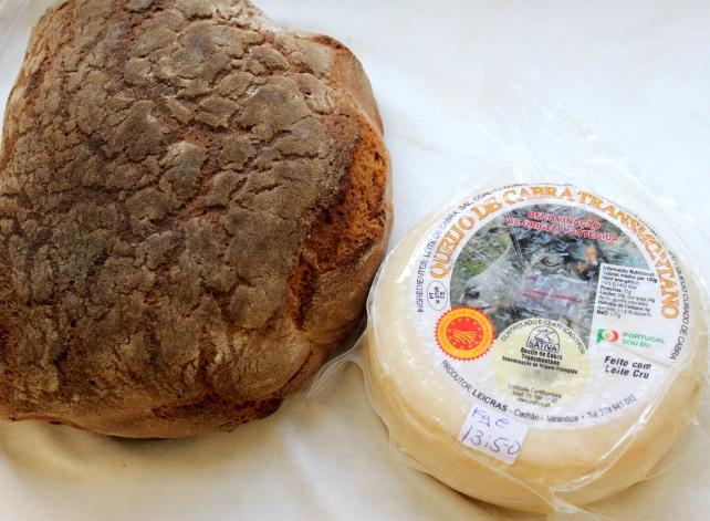 Pan de centeno y queso de cabra DOP.Tras Os montes